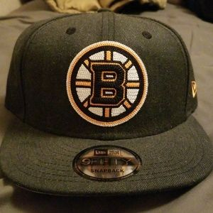 Snapnack Boston Bruins hat. One size fits all.